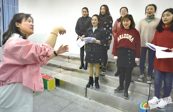 title='李中萍:用美的音符感染孩子 让爱的音符弥漫校园'